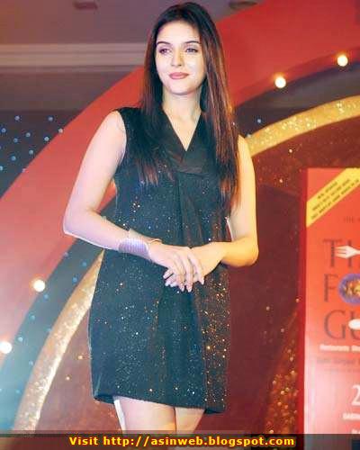 bollywood-hot-sexy-indian-desi-hindi-actress-asin-aasin-mini-skirt-glamour