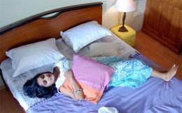 hot-sexy-indian-desi-heroine-south-tamil-telugu-mallu-kerala-actress-meera-jasmine-bedroom