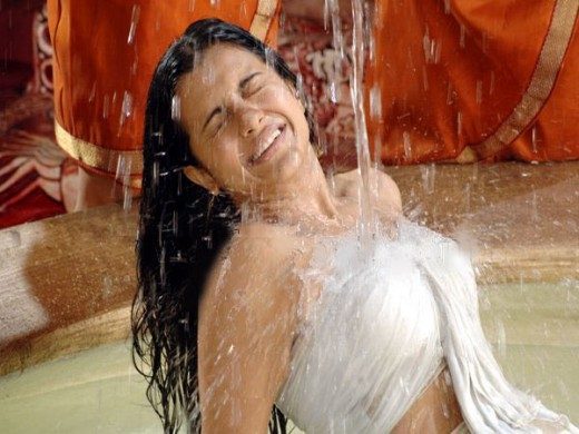 Trisha Bathroom Video, Trisha Bathing Video, Trisha Bathing