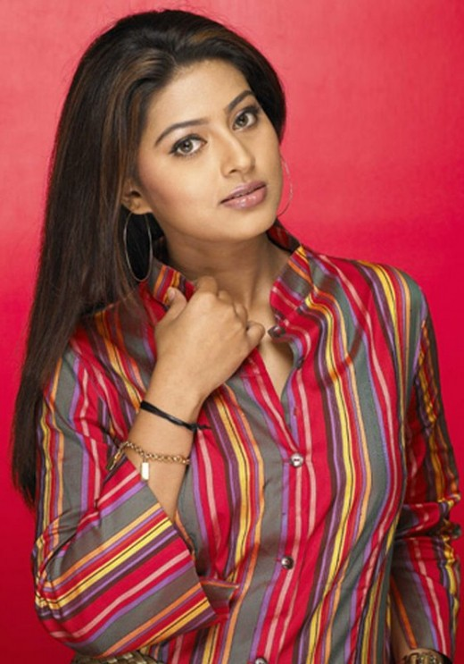 sneha-sineha-sneka-snega-tamil-telugu-homely-smile-queen-actress-style-stylish-modern-dress-outfit-costume
