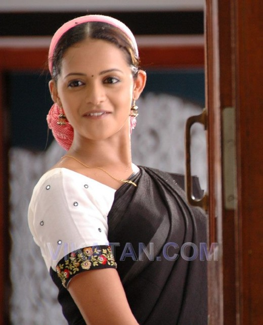 bhavana in half saree coming aftre bath with clothe in hair