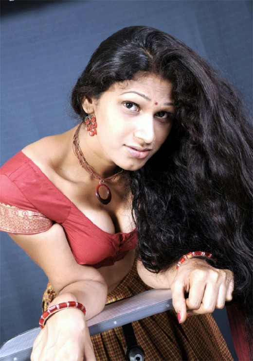 Indian Girl Deep Cleavage Photos