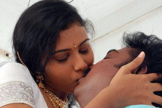 03/07 Indian Actress unseen hot kissing still