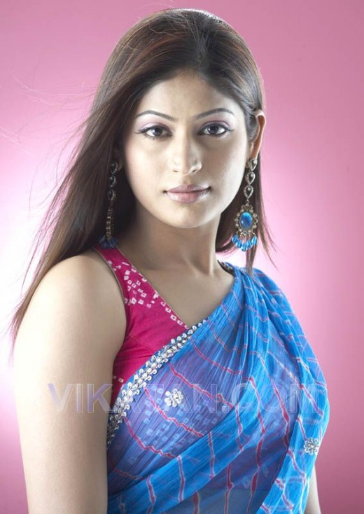 Young Telugu Model And Actress In Sleeveless Blouse And Saree