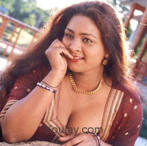 hubpages sexy and hot shakeela showing her ample boobs