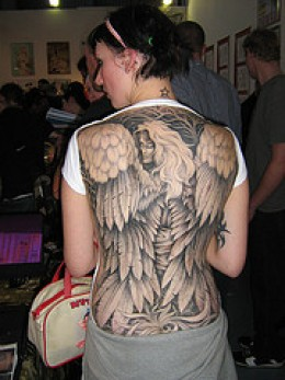 Picture Sexy Girls With Angel Tattoos Design on The Back Body