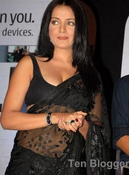 Looks great in Black Saree too. - Celina Jaitly