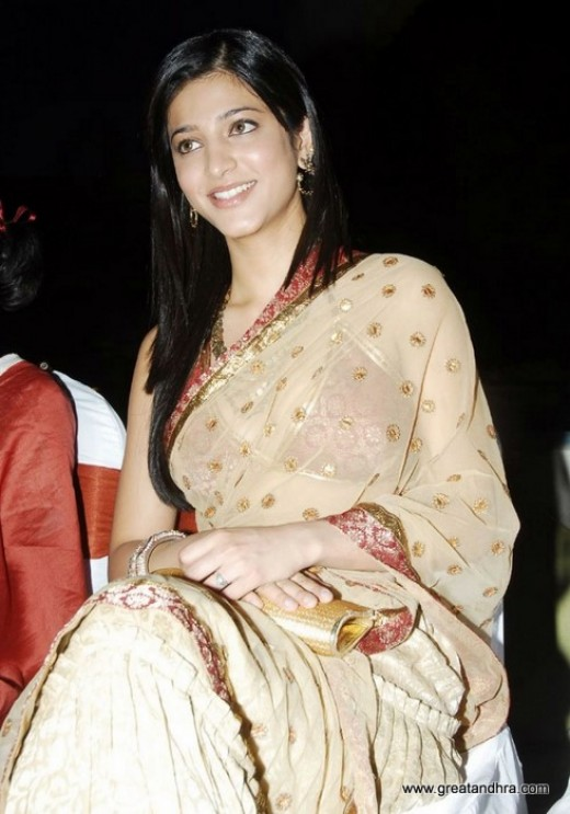 Hot Celebrities Pictures Fashion Blog Shruthi Hassan Hot Photos In Saree