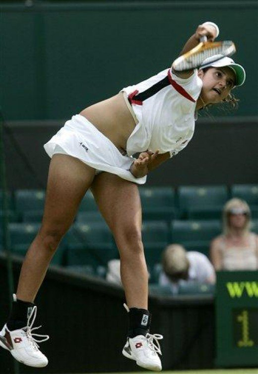 Sania Mirza busty  b**bs bouncing while playing a shot looking so Exciting.
