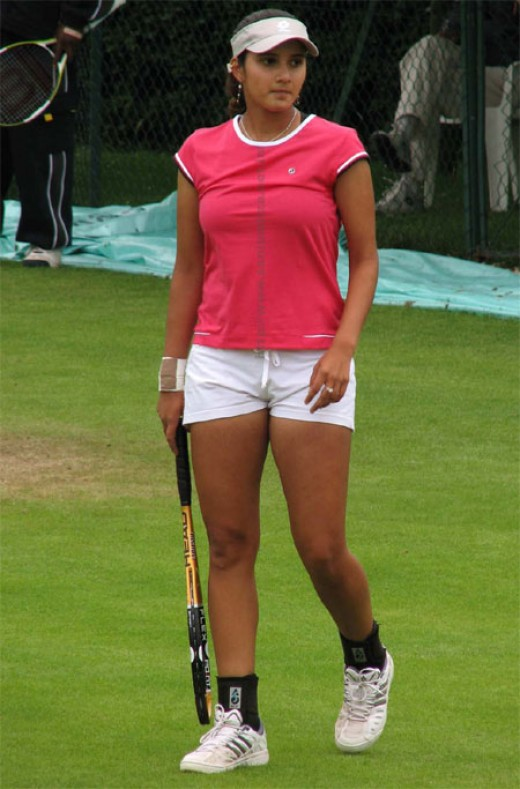 saniya mirza hot expsoing photo in very very little shorts