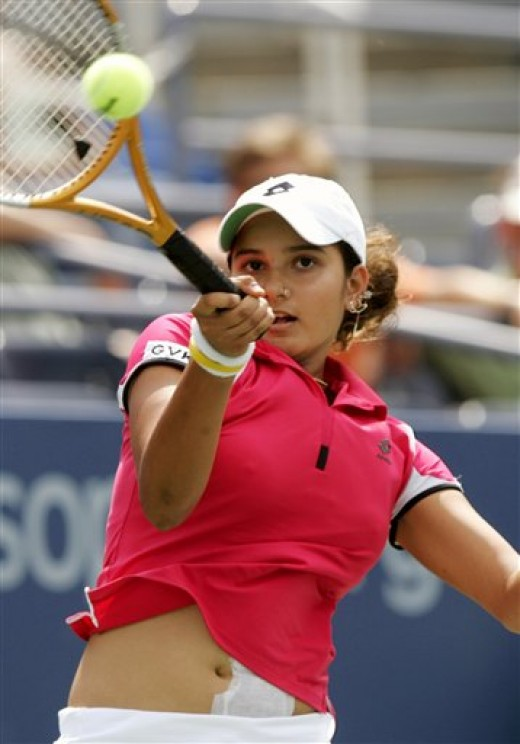 sania mirza shows her navel as her top moves up