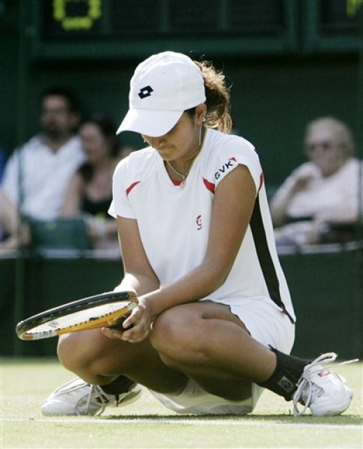 sania mirza so depressed showing her skirts after losing to maria in wimbledon 2005