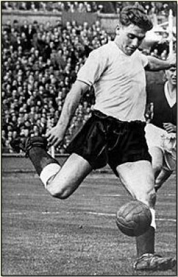 29051 f260 Legends of English Football: #7 Duncan Edwards