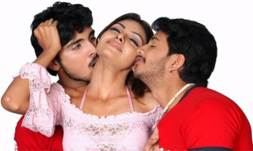 Mona Chopra gets double  Kiss!!