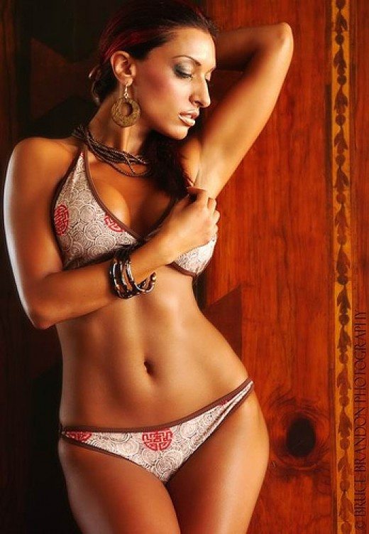 346823 f520 Sexy Indian Bikini Model : Amrit Dhaliwal Pictures