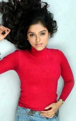 indian-actress-bollyood-ghajini-fame-heroine-desi-cine-celebrity-asin-thottumkal