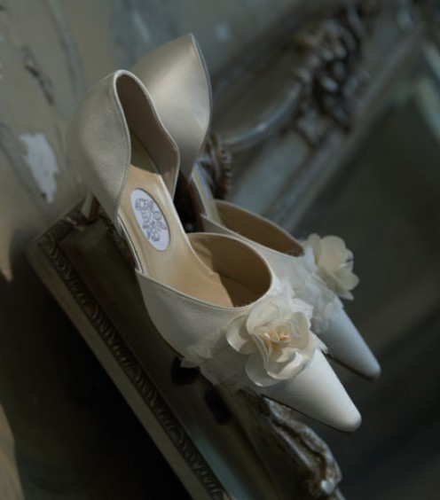Handmade ivory bridal shoes by Diane Hassall