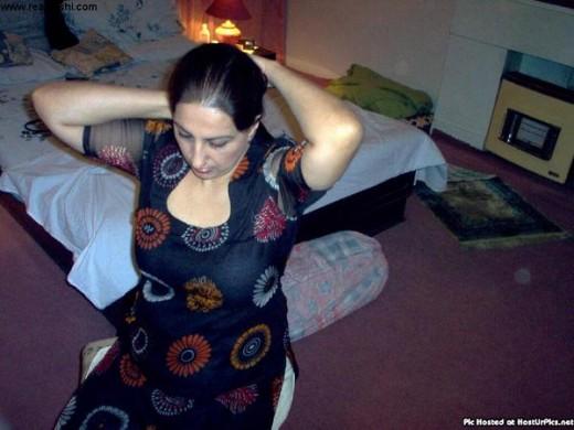 Sexy Aunty From Pakistan In Salwar Kameez