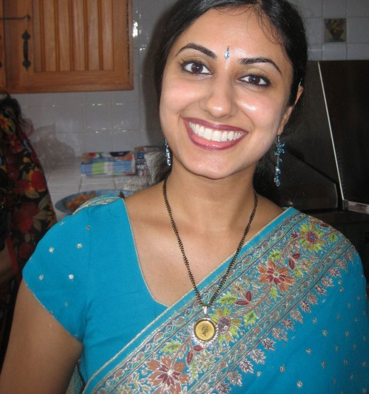 Beautiful smile of kerala aunty in blue saree.