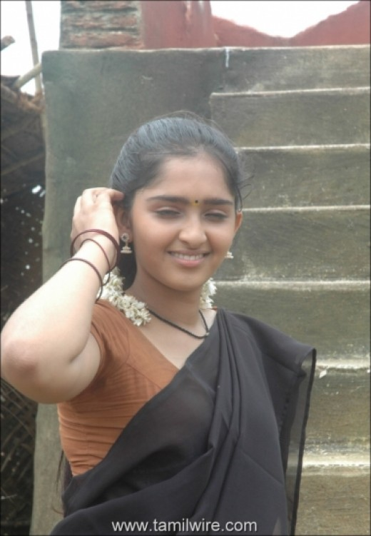 sanusha show in saree hot