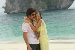 nagarjuna-with-tamil-telugu-actress-trisha-wellknown-for-bathroom-video