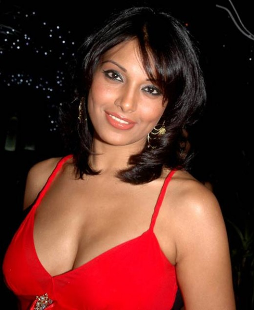 Hindi actress Bipasha basu's clevage