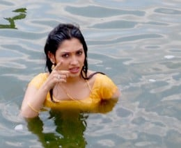 tamanna-bathroom-bathing-photo-picture