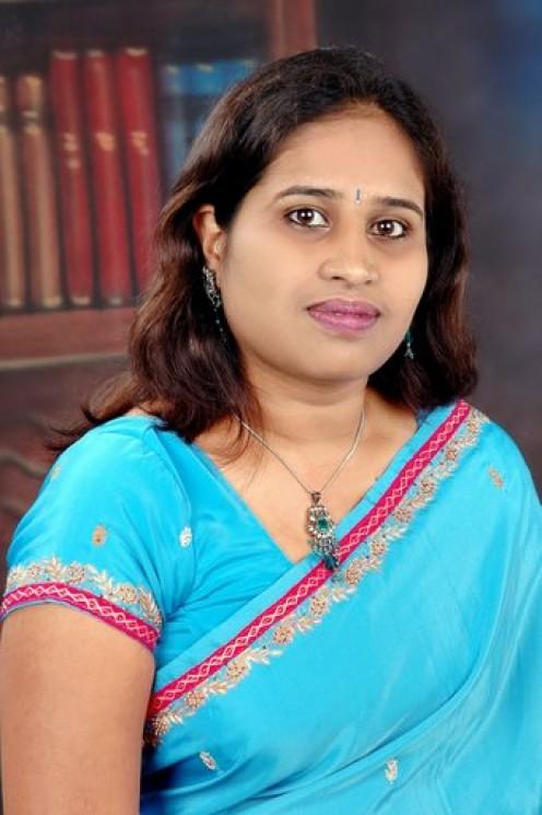 Desi Housewife Image Graffiti Real Life Aunty Gaand Saree | Filmvz