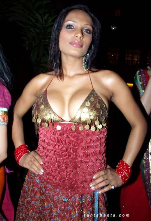 Naina Dhaliwal Sexy indian Model from Ludhiana