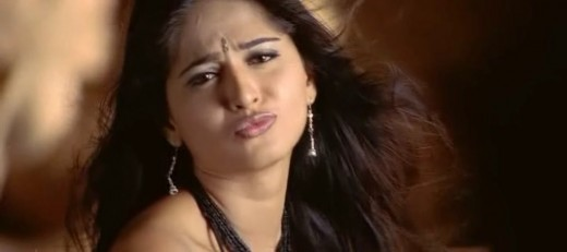 telugu-actress-hot-sexy-anushka-shetty-kissing-inviting