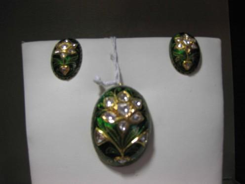 Kundan Meena Jadau Pendant Set oval Shape by Vardhaman Gems