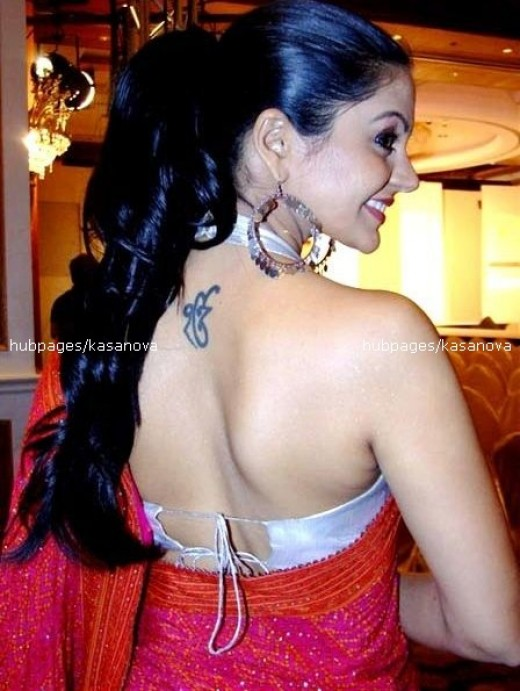 wow, really hot sexy back of manthra bedi