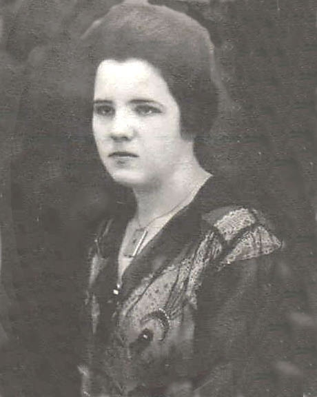 This shows Ruth (Vining) McGhee wearing the locket.