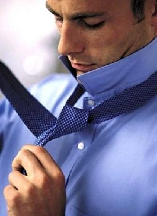 tying a tie knot