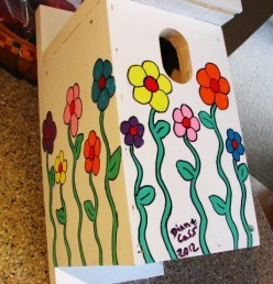 Easy Backyard Birdhouse Painting Project