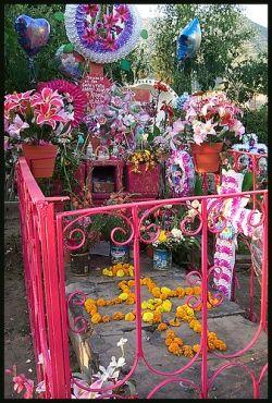 A grave decorated for the Dia de los Muertos, by Ute Hagen