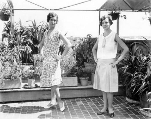 Women modeling fashion in Florida, 1929
