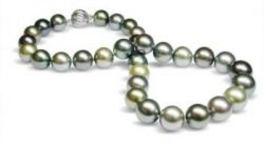 Tahitian pearls color