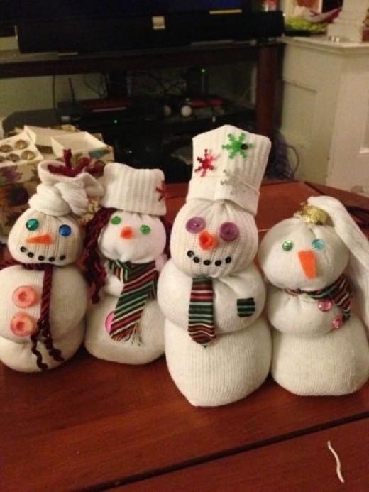 A whole sock snowman family