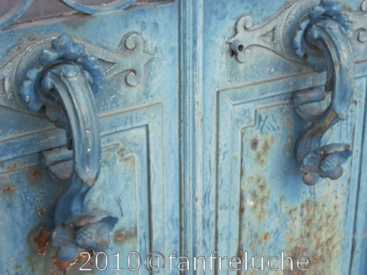 Old door details in a Paris Cemetery