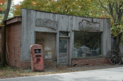 Antique store in Funks Grove, public domain