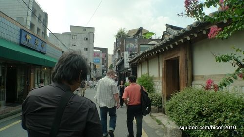 En route to lunch at Insadong