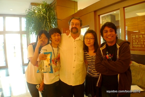 Arnold with student interpreters Lee Yuna, Lee SeongHo, comic artist Rolf (Australia) and Sophie Jang of ICC/Komacon who was responsible for organizing the entire event. Thank you Sophie!