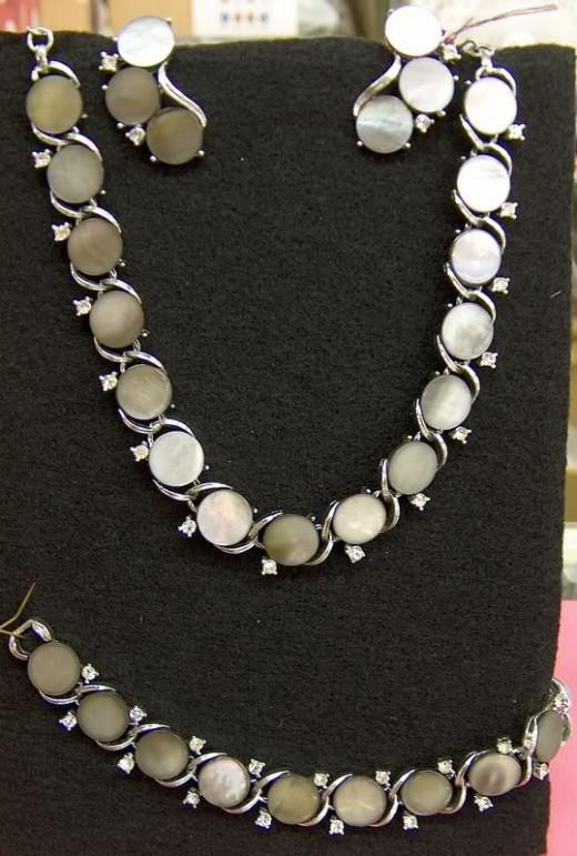 Lisner vintage jewelry set - light grey Abalone with rhinestones