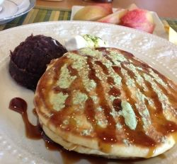 Japanese Hotcakes with Azuki Beans and Matcha Powder