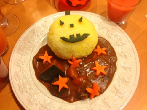Put the rice and sauce onto a plate and decorate. Serve and watch your guests smile!