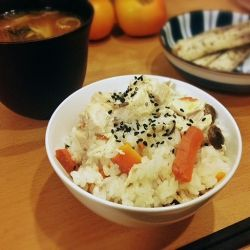 Takikomi Gohan made with chicken and vegetables