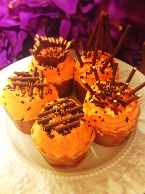 Halloween cupcakes decorate with Pocky Sticks