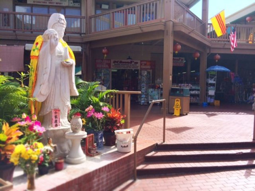 Step into the courtyard of the Maunakea Marketplace, where you can sit with a bubble tea in hand.