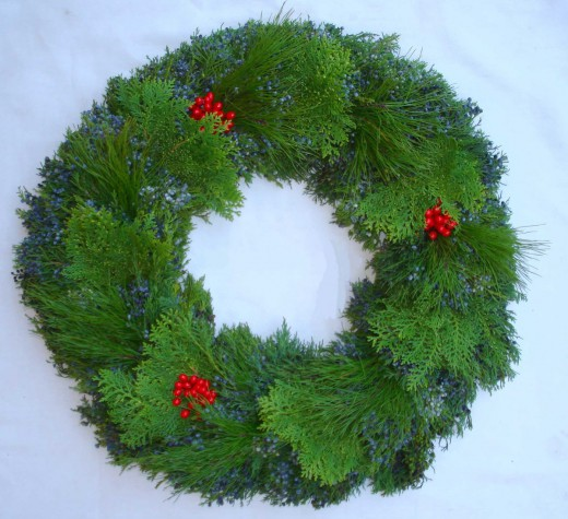 Blue Berry Cedar, Arbavida, Short Pine Red Berry Wreath